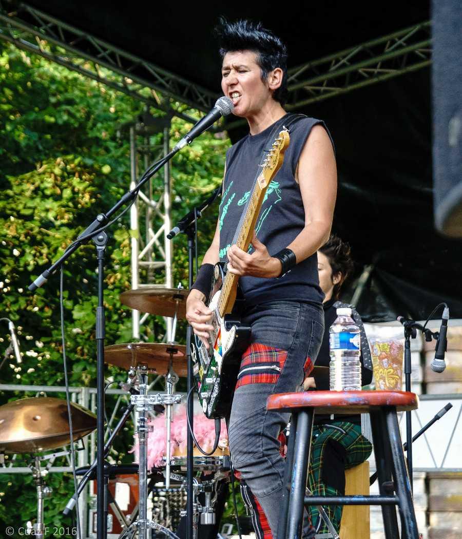Les fées minées concert Festival Rock au château Villersexel soph Willy chant guitare